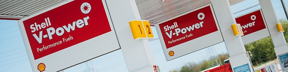 Shell station met Shell V-Power borden